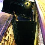 Tilting enclosure- threaded bar